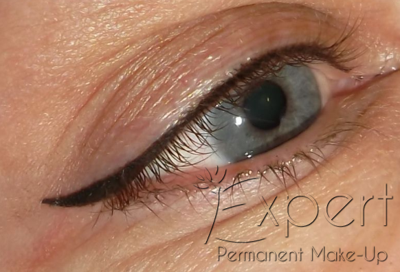 Permanent Make-up Lidstrich oben als dekorativer Eyeliner in Berlin Foto 1