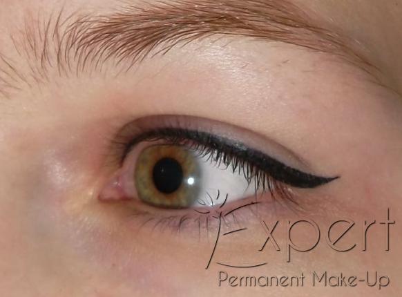 permanent make up lidstrich oben als dekorativer eyeliner. Black Bedroom Furniture Sets. Home Design Ideas
